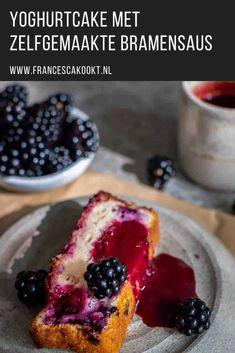 Yoghurtcake met zelfgemaakte bramensaus Cheesecake, Yogurt, Foodies, French Toast, Deserts, Sweets, Baking, Breakfast, Om