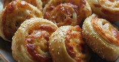 Μια φανταστική ιδέα για ένα σνακ της τελευταίας στιγμής που θα αγαπήσουν τα παιδάκια σας και όχι μόνο. Εύκολα ζαμπονοκασεροπιτάκια ... Party Buffet, Greek Recipes, Sausage, Brunch, Cooking Recipes, Favorite Recipes, Sweets, Savoury Pies, Ethnic Recipes