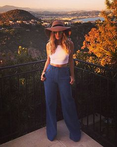 The blonde singer couldn't look happier as she basked in the evening sun [Perrie Edwards/Instagram]