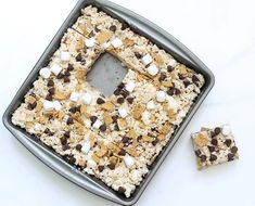 Make and serve S'mores Rice Krispie treats at summer parties. Oreo Rice Krispie Treats, Rice Krispy Treats Recipe, Cereal Treats, Rice Crispy Treats, Rice Krispies, No Bake Summer Desserts, Summer Treats, Fun Desserts, Chocolate Peanut Butter