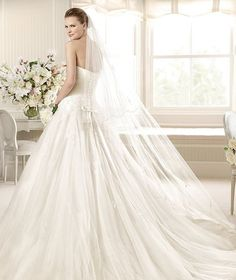 MILENIUM » Wedding Dresses » 2013 Glamour Collection » La Sposa (back)