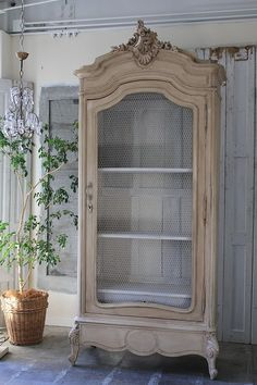Furniture makeover armoire annie sloan 50 Ideas for 2019 Painted Bedroom Furniture, French Furniture, Refurbished Furniture, Repurposed Furniture, Shabby Chic Furniture, Furniture Makeover, Cool Furniture, Furniture Design, Muebles Shabby Chic