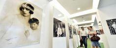 """Expoziția de fotografii """"Regele Mihai, o copilărie fericită"""", începând de azi, la Teatrul Național. Fotografii cu valoare ISTORICĂ, un omagiu adus Regelui Mihai, în cel de al 95-lea an de viață"""
