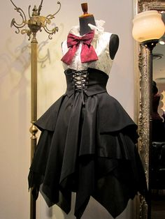 Top Gothic Fashion Tips To Keep You In Style. As trends change, and you age, be willing to alter your style so that you can always look your best. Consistently using good gothic fashion sense can help Gothic Lolita Fashion, Steampunk Fashion, Pretty Dresses, Beautiful Dresses, Mode Baroque, Mode Lolita, Lolita Style, Mode Alternative, Lolita Dress