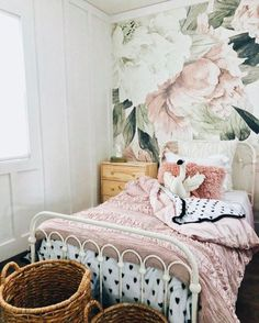 Wallpaper Accent Wall Bedroom Vintage Wallpapers Patterns 34 New Ideas Home Bedroom, Bedroom Decor, Wall Paper Bedroom, Floral Bedroom, Bedroom Kids, Baby Bedroom, Floral Bedding, Design Bedroom, Wall Decor