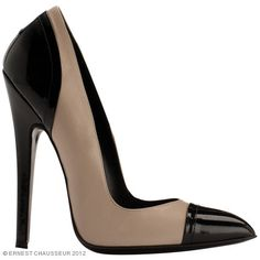 Escarpin bi-matière veau beige et vernis noir sans plateau : Talon 14 cm    Beige calf and black leather patent stiletto without platform : Heel 14 cm