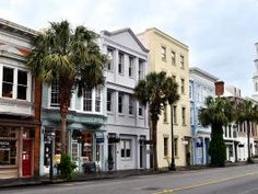 One of America's most charming cities, Charleston woos travelers with its cobbled streets, world-class dining scene and colorful history.