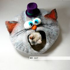 Cat bed/ cat cave/ cat house/ Felted cat house por VaivaIndre