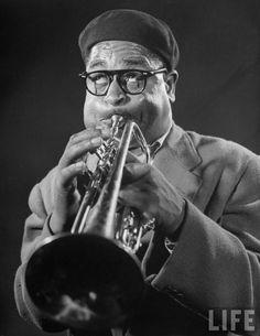 Dizzy Gillespie Soul Jazz, Jazz Artists, Jazz Musicians, Music Artists, Ella Fitzgerald, Dizzy Gillespie, Classic Jazz, Classic Portraits, Miles Davis