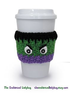 coffee cup The Incredible Hulk as a coffee cozy! Keep your hands safe from hot coffee cups with these reusable sleeves. Feel good about helping the environment too because you can use them Crochet Coffee Cozy, Coffee Cup Cozy, Crochet Cozy, Crochet Gifts, Love Crochet, Coffee Cups, Hot Coffee, Coffee Cozy Pattern, Tatting