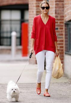 Super How To Wear Red Jeans Casual Olivia Palermo 65 Ideas Olivia Palermo Outfit, Estilo Olivia Palermo, Olivia Palermo Lookbook, Olivia Palermo Style, Red Jeans, White Jeans, White Trousers, Mein Style, Looks Chic
