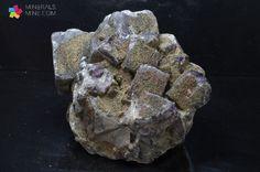 Fluoryt - ładne sześcienne kryształy z Anglii
