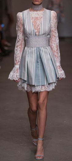 Zimmermann Spring 2016 Ready-to-Wear Fashion Show - Süm - Boutiquede Femme Style Haute Couture, Couture Fashion, Runway Fashion, Fashion Models, Womens Fashion, Fashion Details, Look Fashion, High Fashion, Fashion Show