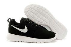 chaussures nike roshe run anti-fur femme (noir/blanc/blanc logo) pas cher en ligne en france.