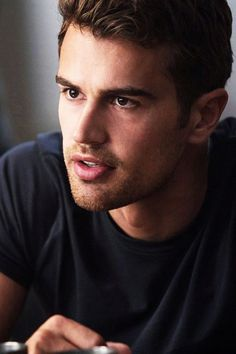 theo james my first ever celebrity crush thank u Tris Et Tobias, Tris Und Four, Divergent Theo James, Divergent Series, Tris E Quatro, Theodore James, Don Draper, Hot Actors, Robert Downey Jr
