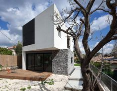 Wo House by SO Architecture - This modern single family residence located in one of the beautiful and green neighborhoods of Kiryat Tivon, Israel. Facade Design, Deck Design, House Design, Garden Design, Architecture Photo, Contemporary Architecture, Contemporary Houses, Modern Houses, Casas Country