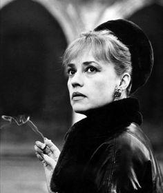 legendary French actress Jeanne Moreau, who has passed away at the age of Jeanne Moreau, Jules Et Jim, Divas, Francois Truffaut, Jeanne Crain, Saint Yves, The New Wave, French Actress, French Girls
