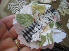 Scrappy Dayz: Shabby Chic Flower tutorial...