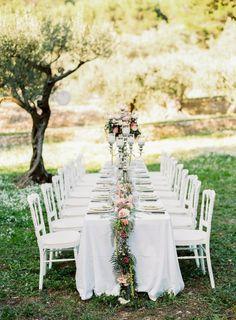 Glamorous table: http://www.stylemepretty.com/little-black-book-blog/2015/04/07/rustic-elegant-provencal-wedding-inspiration/ | Photography: L'Artisan - http://artisan-photographe.fr/