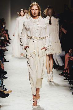 Philosophy di Lorenzo Serafini Fall 2015 Ready-to-Wear Collection Photos - Vogue Fashion Details, Look Fashion, Runway Fashion, High Fashion, Autumn Fashion, Womens Fashion, Fashion Design, Fashion Trends, Milan Fashion