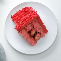 Strawberry Surprise Cake - Since this has real strawberries inside, we get to have a second slice, right? Yummy Treats, Delicious Desserts, Sweet Treats, Yummy Food, Delicious Chocolate, Dessert Party, Food Cakes, Cupcake Cakes, Baking Recipes