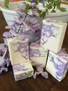 Lavender and white glycerin soap. Diy Savon, Savon Soap, Bath Soap, Bath Salts, Homemade Soap Recipes, Soap Packaging, Cold Process Soap, Handmade Soaps, Diy Soaps