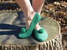 Knit wool slippers women home shoes green house slippers wool moccasins st patricks day outfit st pattys day wool men socks knit women socks Knitted Beret, Knitted Slippers, Slipper Socks, St Patrick's Day Outfit, Outfit Of The Day, Knitting Socks, Hand Knitting, French Beret Hat, Summer Hats For Women