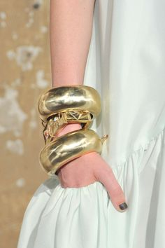 big gold bangles stack ♥✤ | Keep the Glamour | BeStayBeautiful