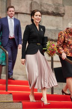 The Crown Prince and Crown Princess of Denmark Attend Folketing Opening 2020 — Royal Portraits Gallery Classy Outfits, Cool Outfits, Fashion Outfits, Prince Frederick, Princesa Mary, Estilo Real, Royal Clothing, Danish Royal Family, Crown Princess Mary