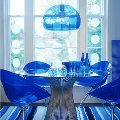 Modern dining room design with blue interior and chandelier Dining Room Blue, Dining Room Design, Dining Table, Dining Rooms, Blue Home Offices, Lucite Furniture, Blue Rooms, Room Lights, Glass Table