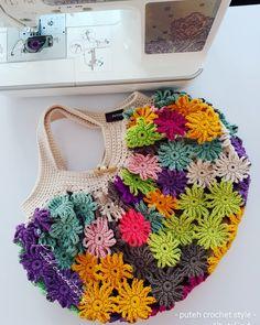 Crochet Pouch, Form Crochet, Crochet Flower Patterns, Crochet Designs, Crochet Stitches, Knit Crochet, Beginner Crochet Projects, Crochet For Beginners, Crochet Handbags