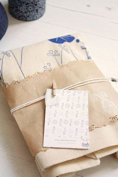 Tiny clothespin for the card.  An especially good idea for a baby gift.   Belart | Flickr - Photo Sharing!