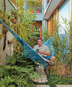 decoration with plants and flowers Balcony Garden, Indoor Garden, Outdoor Gardens, Dream Garden, Home And Garden, Outdoor Hammock, Outdoor Living, Outdoor Decor, Small Gardens