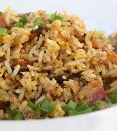 Aprenda como fazer um arroz carreteiro legítimo e completo com carne seca (carne de sol). Um receita simples e fácil feita passo a passo para você.
