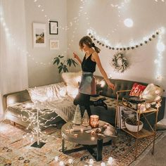 If you're looking for some college apartment decorating ideas, then these photos showcase the best decor for a college student's first apartment! Spice up your living room, bedroom, or even dorm room with these cute designs! Living Pequeños, College Living Rooms, College House, College Apartments, Living Room Decor, Bedroom Decor, First Apartment, Apartment Living, Home Interior
