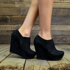 Would be cute with black suede wedge booties.... minus the platform!