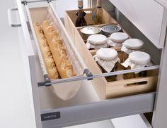 SANTOS. Porta-baguette El accesorio perfecto para tener el pan guardado y siempre a mano. Elaborado con tela de algodón, es desmontable y lavable.