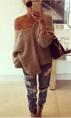 Take a look at 25 stylish winter outfits with boyfriend jeans and sweaters in the photos below and get ideas for your own amazing outfits! Mode Outfits, Casual Outfits, Fashion Outfits, Fashion Trends, Women's Casual, Fashion Guide, Fashionable Outfits, Fashion Hacks, Casual Jeans