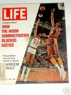 1972 LIFE MAGAZINE COVER PICTURE KAREEM VS WILT