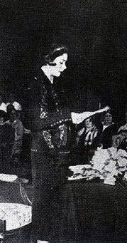 Alfonsina Storni Lee Un Poema Verso Libre Poesía Y Poemas