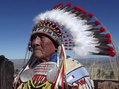 – Joseph Medicine Crow, an acclaimed Native American historian and the last surviving war chief of Montana's Crow Tribe, has died. He was Medicine Crow died Sunday, Bullis Mort… Crow Indians, Plains Indians, Native American History, Native American Indians, Battle Of Little Bighorn, Old Warrior, Indian People, Native Indian, First Nations