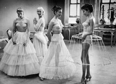 Add flounce, bounce and fun to skirted styles with vintage petticoats from Unique Vintage. Shop our collection of petticoats and crinoline slips today. Lingerie Vintage, Vintage Underwear, Lacy Lingerie, Bridal Lingerie, Foto Fashion, Fashion History, Fashion Fashion, Fashion Ideas, Fashion Stores