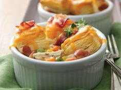 Mini Bacon Chicken Pot Pies Looking for wonderful meal made using Green Giant® frozen mixed vegetables and Pillsbury® biscuits? Then check out these bacon and chicken pot pies – a perfect dinner. Easy Chicken Pot Pie, Chicken Bacon, How To Cook Chicken, Cooked Chicken, Chicken Gravy, Shredded Chicken, Rotisserie Chicken, Turkey Recipes, Chicken Recipes