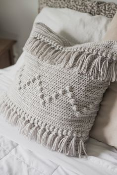 Free Crochet Pattern for The Funky Fringe Pillow — Megmade with Love crochet pillow Crochet Pillow Cases, Crochet Cushion Cover, Crochet Pillow Pattern, Crochet Cushions, Crochet Patterns, Crochet Blankets, Crochet Ideas, Pillow Patterns, Crochet Blocks