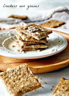 Looking for seed crackers for a homemade aperitif, IG bas what more? Look no further, these crackers are a killer! Healthy Crackers, Healthy Snacks, Healthy Recipes, Vegan Granola, Bread Cake, Vegan Kitchen, Mets, Breakfast Bowls, Healthy Cooking