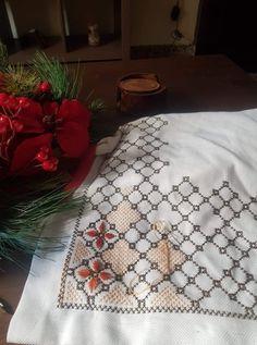 Cross Stitch Designs, Blackwork, Diy And Crafts, Quilts, Blanket, Decor, Cross Stitch, Punto De Cruz, Dots