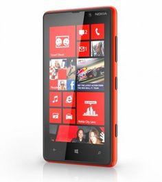 El Nokia Lumia 820 también fué presentado con Windows Phone 8, pero pantalla de 4.3 pulgadas.