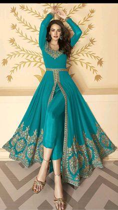 Indian Bridal Outfits, Indian Fashion Dresses, Dress Indian Style, Indian Designer Outfits, Designer Party Wear Dresses, Kurti Designs Party Wear, Stylish Dresses For Girls, Stylish Dress Designs, Simple Pakistani Dresses