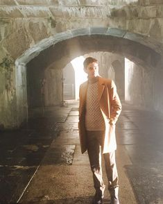 Will Bruce fulfill his destiny? 🦇 Watch an all-new this Monday! Gotham Bruce, Riddler Gotham, Michael Hunt, Cory Michael Smith, Tan Overcoat, Carmen Bicondova, Empire Time, Anthony Carrigan, David Mazouz