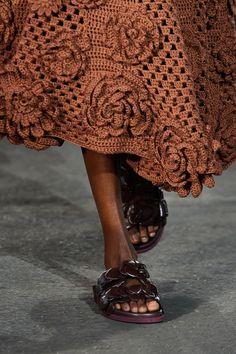 Knitwear Fashion, Vogue Fashion, Crochet Fashion, Fashion Show, Crochet Summer Dresses, Crochet Skirts, Crochet Clothes, Valentino, Mode Crochet